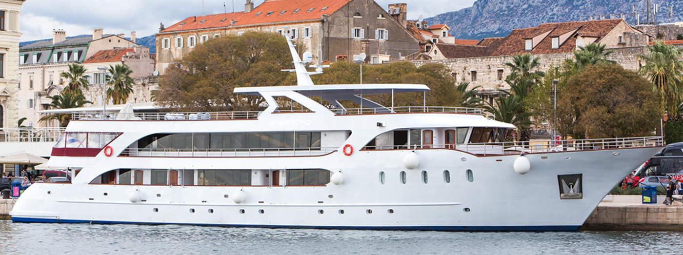 Deluxe-Superior-Yacht-Maritimo