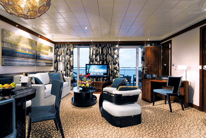 02_Deluxe_Owners_Suite_Living_Room_lo