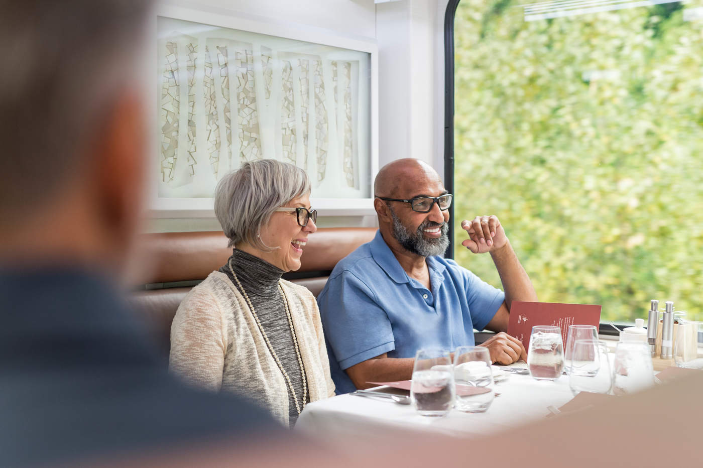 RM18_Onboard_GoldLeaf_Service_Dining