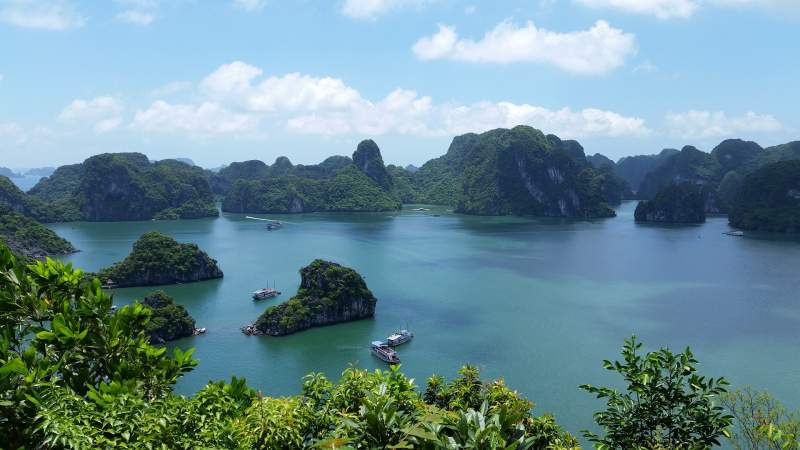 vietnam-halong bay jpg